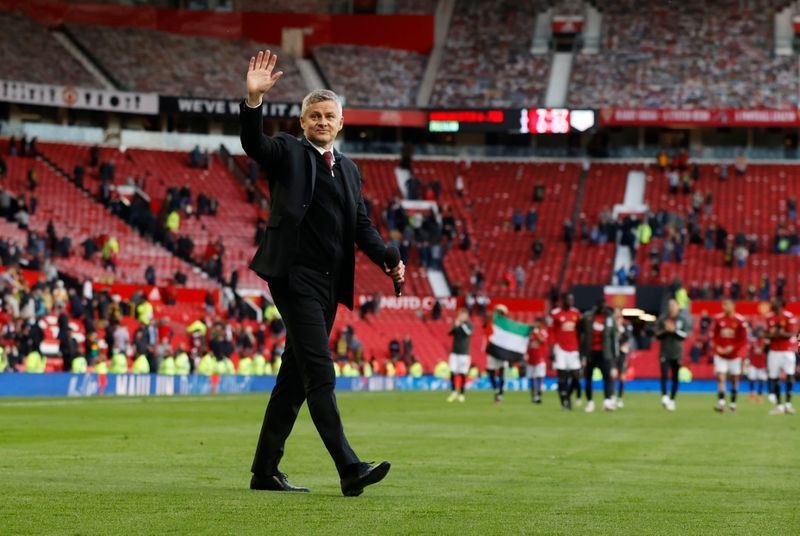 Dimitar Berbatov criticizes those who have lost faith in Manchester United manager Ole Gunnar Solskjaer